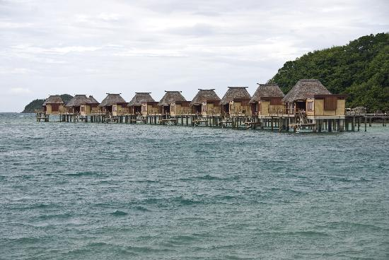 Likuliku Lagoon Resort: Over-water bures