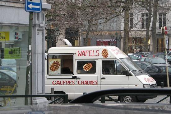 Hotel Argus Brussels: Cute little waffle truck near the hotel