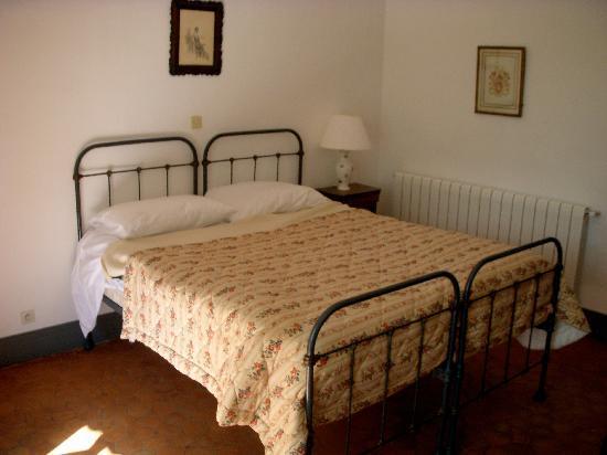 Chateau d'Esparron : The bed