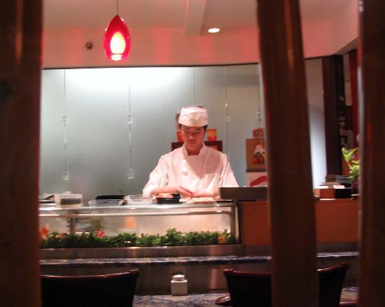 Oga's Japanese Cuisine : One of Oga's master sushi chefs