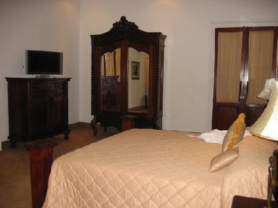 La Perla Hotel: Guest Room