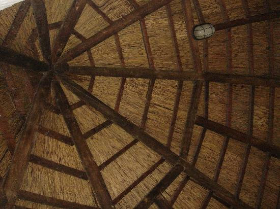 Protea Hotel by Marriott Oudtshoorn Riempie Estate: ceiling