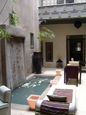 Riad Dar One: ROSES IN THE SPLASH POOL