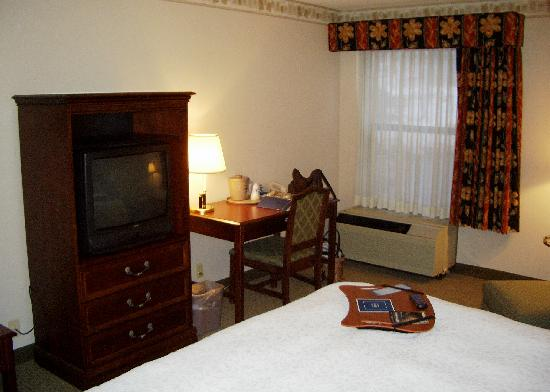 Hampton Inn Clarks Summit: Another view of the room