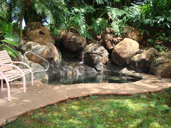 Kahana Falls: Hot tub made of Lava Rock