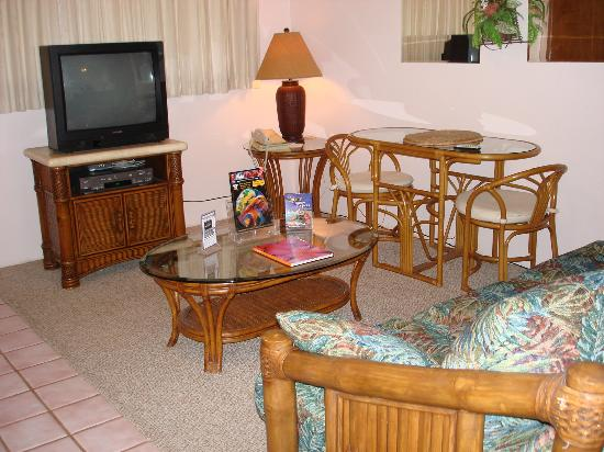 Kahana Falls : TV in Living Room and Bedroom