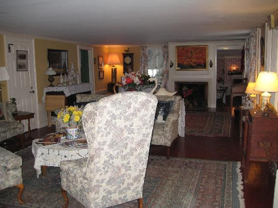 Inn at Crotched Mountain: Large Inn living room