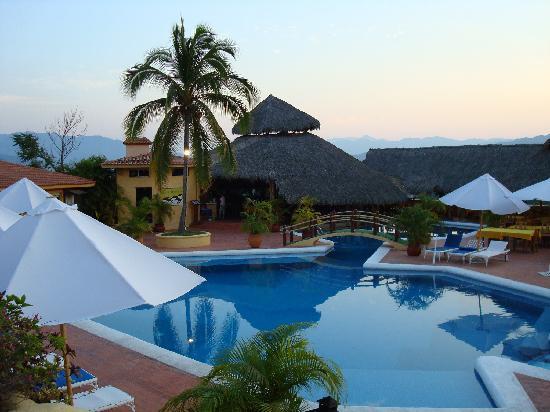 Hotel Plaza Tucanes Manzanillo: Restaurant and Pool