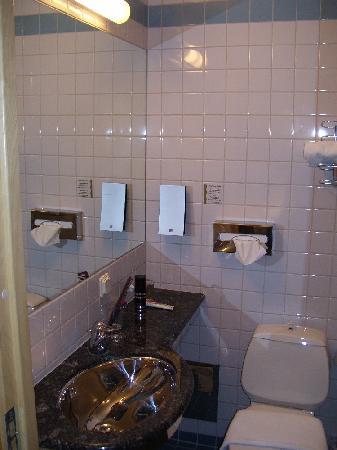 Hotell Liseberg Heden : Badezimmer 2
