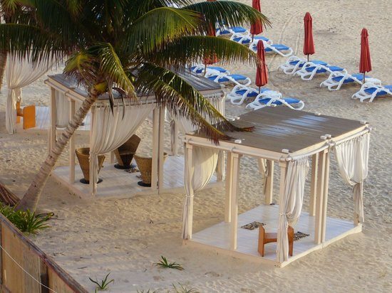 The Royal Haciendas, All Inclusive, All Suites Resort: Haciendas massage on the beach