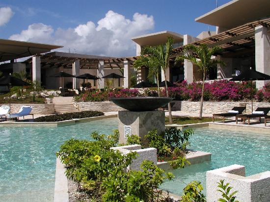 Rosewood Mayakobá: Pool near lobby