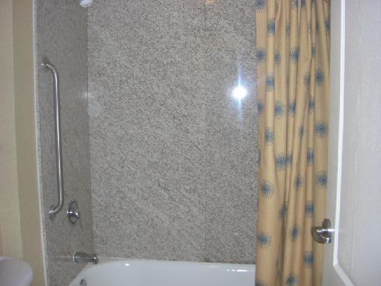 Residence Inn DFW Airport North/Grapevine: shower