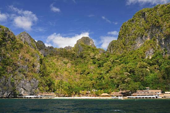 El Nido Resorts Miniloc Island: view of Miniloc Island Resort from the speedboat