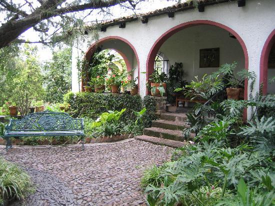Rancho Hotel El Atascadero: Courtyard