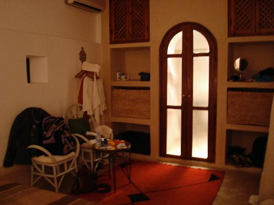 Riad Tizwa: The other side of the large bedroom, with lots of built in space to unpack