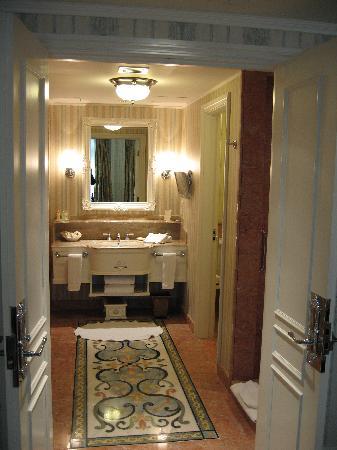 Hong Kong Disneyland Hotel: Ensuite bathroom