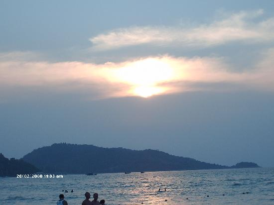 Patong Cottage Resort : THE BEACH AT SUN SET