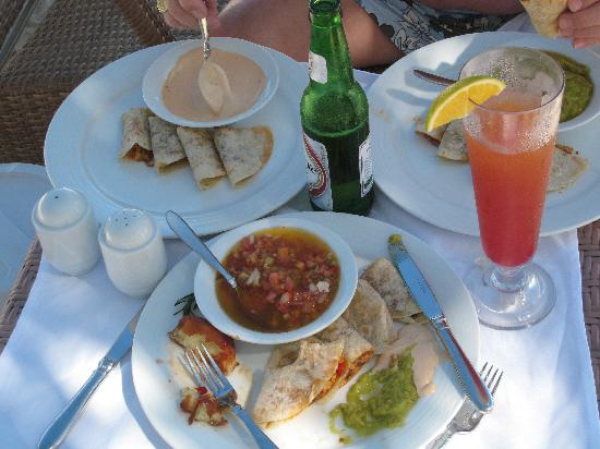Tortuga Bay Hotel Puntacana Resort & Club : Lunch on the beach
