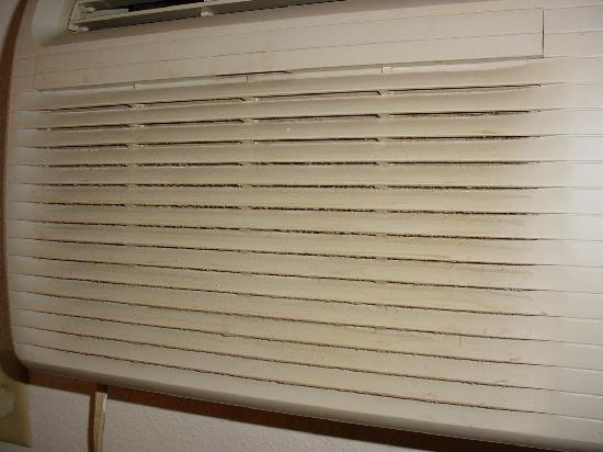 Rodeway Inn & Suites: Air Conditioner
