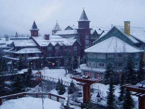 Pan Pacific Whistler Village Centre : Winter view from balcony