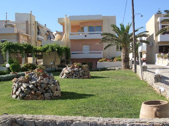 Danaos Beach Hotel: Hotel building