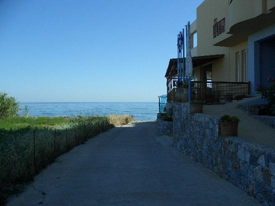 Danaos Beach Hotel: Lane to the beach