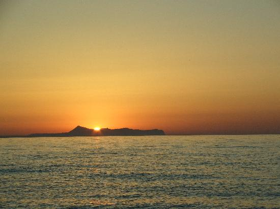 Danaos Beach Hotel: Sunsets are terrific there...