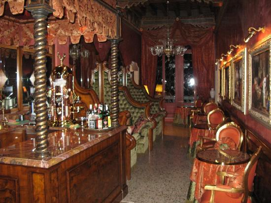 Al Ponte Antico Hotel: Bar and Breakfast area