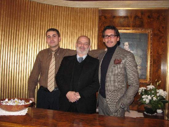 Al Ponte Antico Hotel: Matteo (on the right) and his wonderful staff