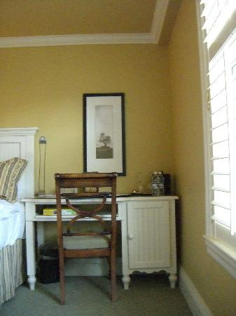 Harbour House Hotel: Writing desk
