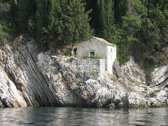 Corfú, Grecia: Little Church from boat rental trip