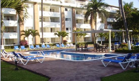 Crown Paradise Club Puerto Vallarta: Une des quatre piscines