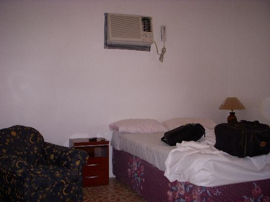 Bachelor Inn: bedroom with air conditioning