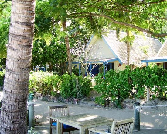 Malolo Island Resort: Bure #12 - seen from Beachbar
