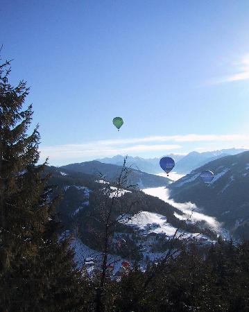 Pension Wieser: Balloons Over Fizmoos