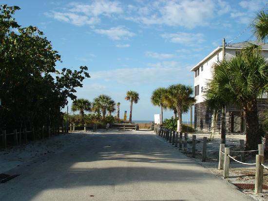 la plage au bout de la rue