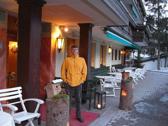 Lech, Avusturya: Outside the hotel