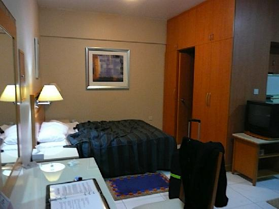 Studio room - Picture of Golden Sands Hotel Apartments ...
