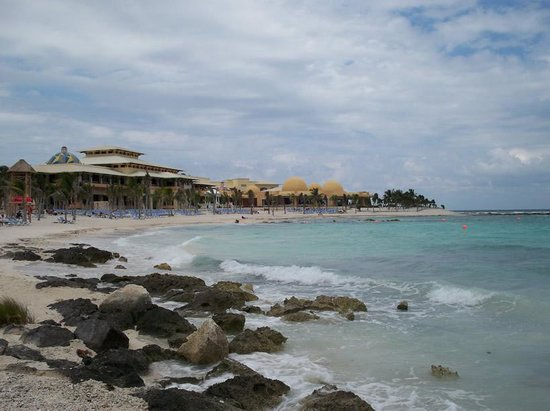Hotel Barcelo Maya Beach: The Palace from the beach