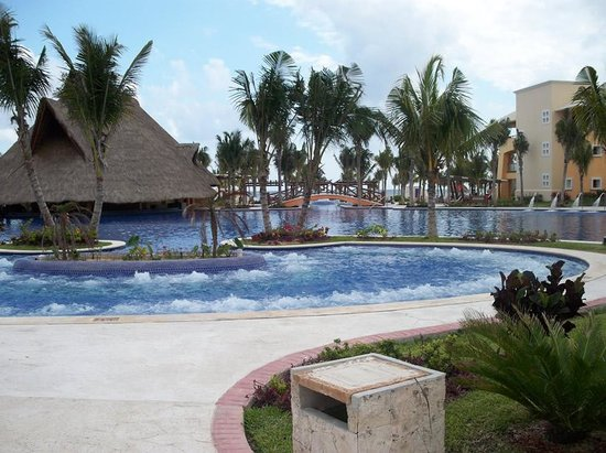 Hotel Barcelo Maya Beach: The pool at the Palace