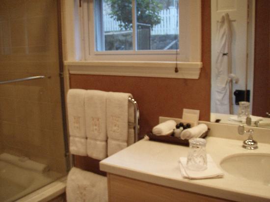 Inn at Montchanin Village: bathroom