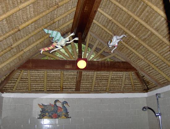 Kubu Bali Hotel: Bathroom ceiling!