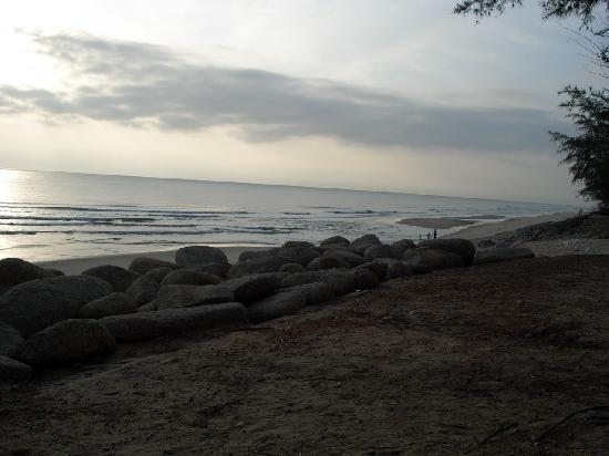 Marang, Malezya: Beach view from resort