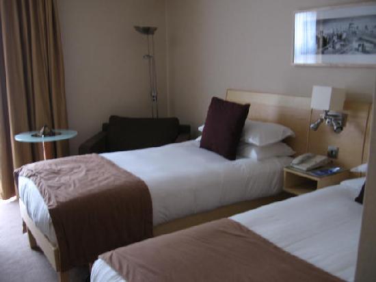 Hilton London Kensington: Twin room: two single beds