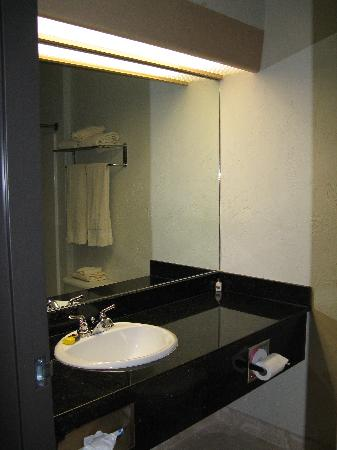La Quinta Inn Wilsonville: bathroom
