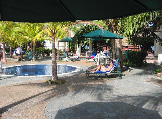 The Lanai Langkawi Beach Resort: Le bar de la plage