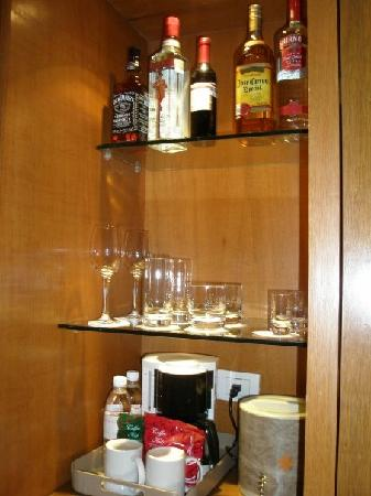 Fresh Mini Bar Set Up