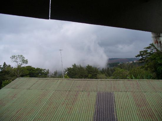 Hotel Jardines de Monteverde: Fascine par un nuage qui passe devant nous