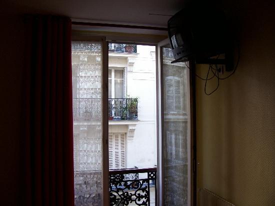 Hotel Mary's Republique: finestra camera 36