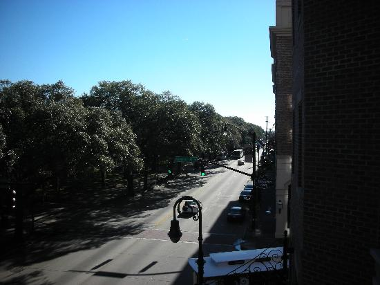 Holiday Inn Express Savannah-Historic District: View from Room Balcony looking down Bay Street